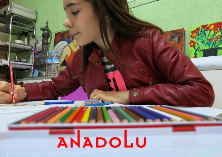 Kuru Boya Çalışması Yapan Öğrenci Görseli Gaziantepda